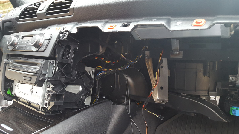 Bimmertech rear view camera and SmartView on an E82 - BMW 1
