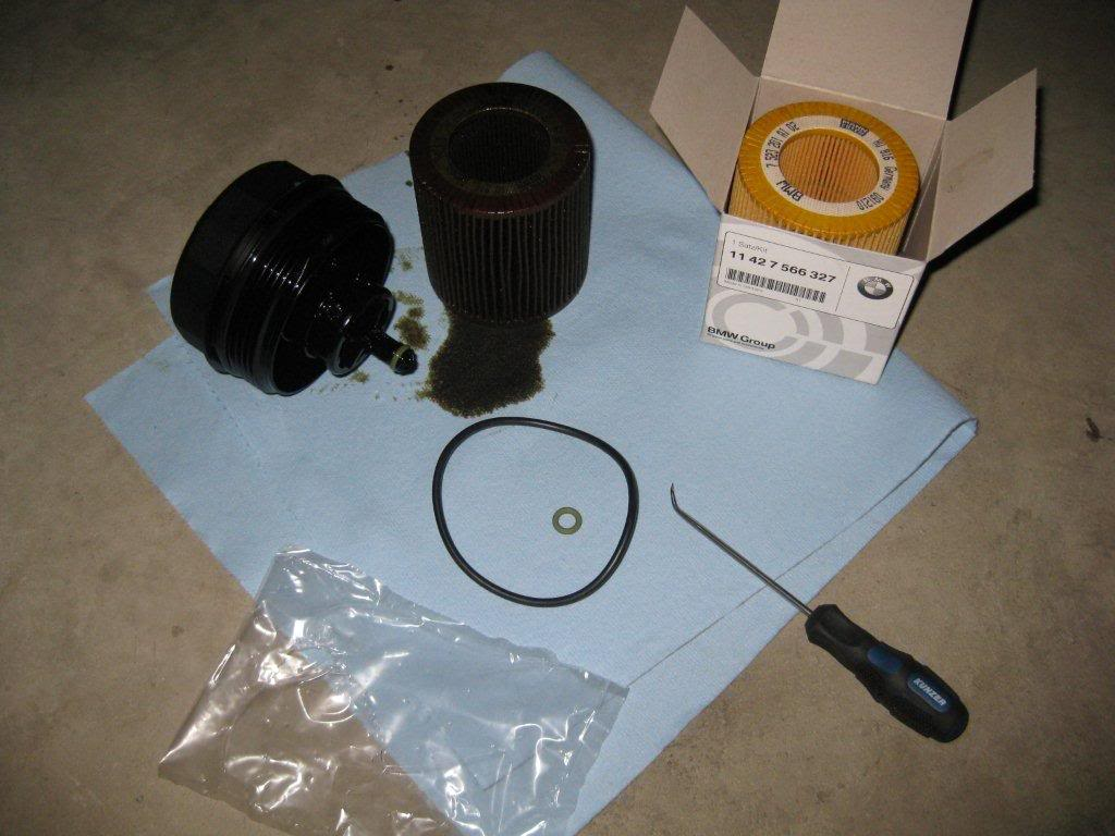 how to open oil cap on 2006 bmw 325i