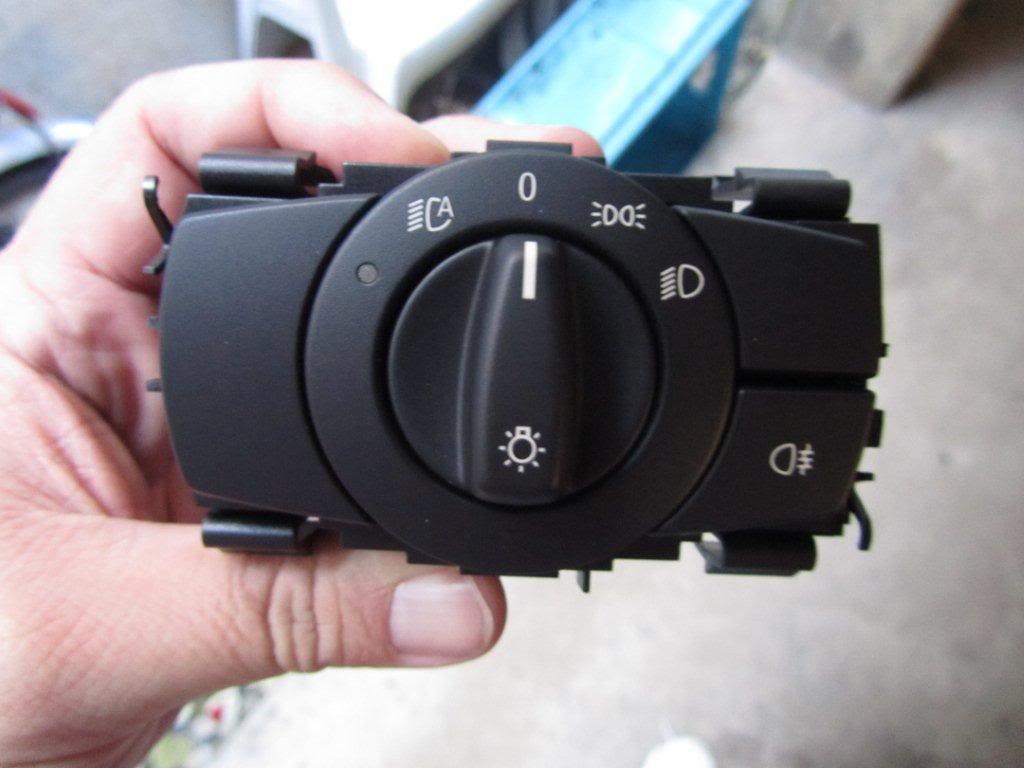 Name:  euro AHL xenon 135i  headlight switch eu  IMG_3970.jpg Views: 65827 Size:  65.8 KB