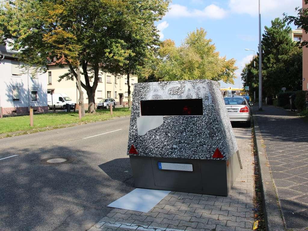 Name:  375293383-tarn-blitzer-enforcement-trailer-wallstadter-strasse-vandalismus-mannheim-feudenheim-3.jpg Views: 17 Size:  137.6 KB