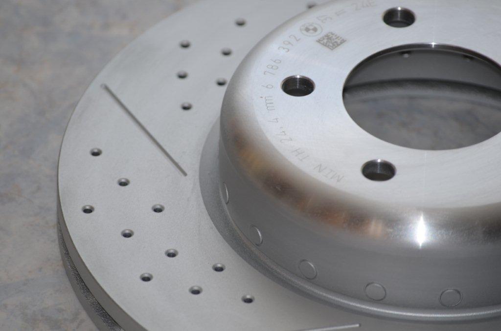 Name:  Perf Brake Rotors 135i   DSC_0097.jpg Views: 929 Size:  49.5 KB