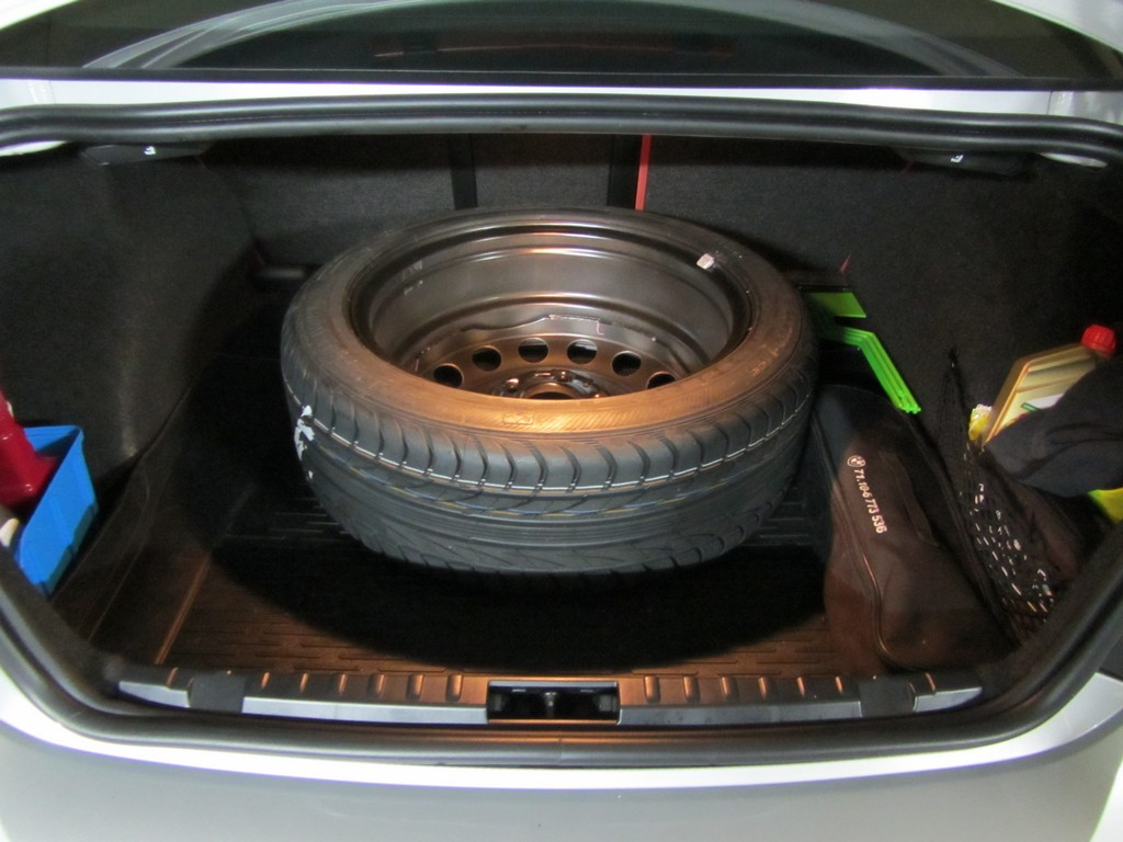 Name:  spare tire trunk.jpg Views: 872 Size:  156.1 KB