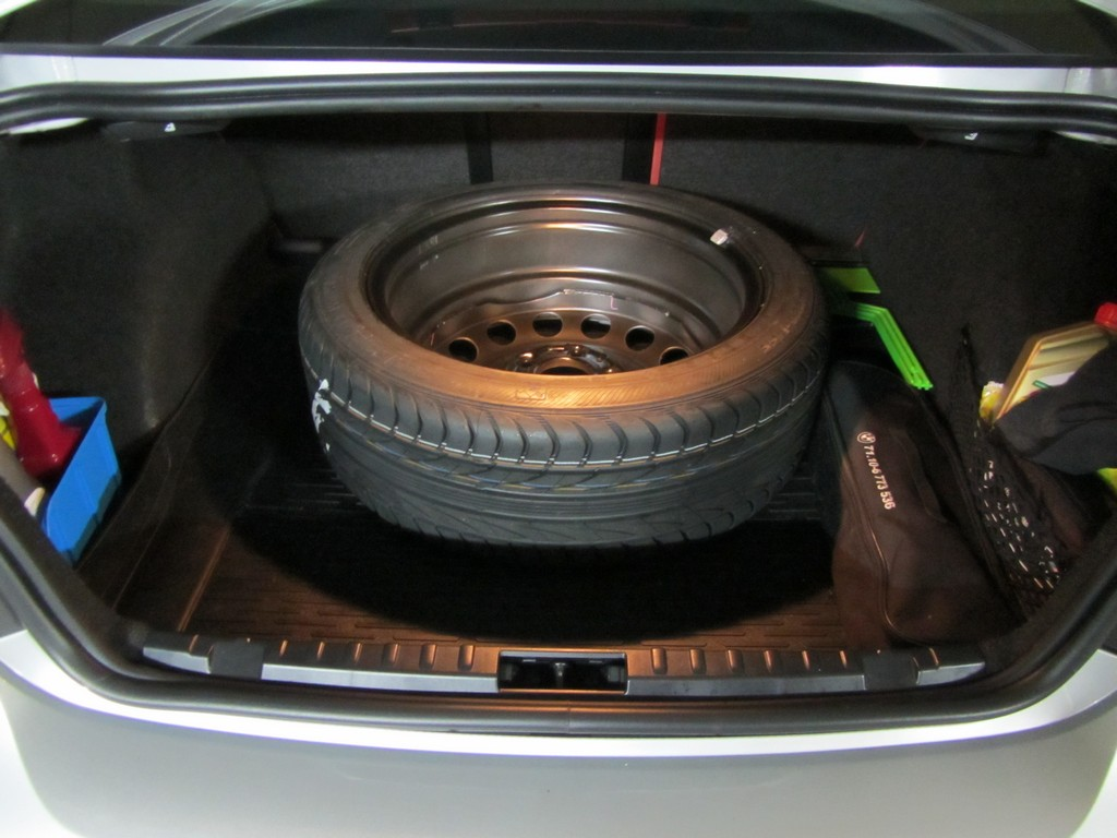 Name:  spare tire 17 inch steel wheel from a 330i e46  MG_5306.jpg