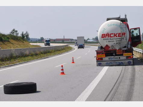 Name:  1443737805-unfall-a94-lkw-heck_9.jpg Views: 1685 Size:  28.5 KB