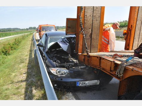 Name:  514421719-unfall-a94-lkw-heck_9.jpg Views: 1578 Size:  46.5 KB