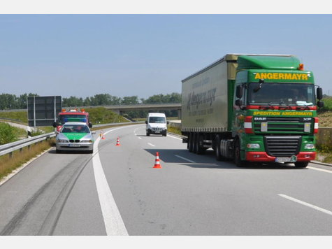 Name:  631212705-unfall-a94-lkw-heck_9.jpg Views: 2267 Size:  28.1 KB