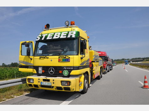 Name:  903061318-unfall-a94-lkw-heck_9.jpg Views: 1551 Size:  35.6 KB