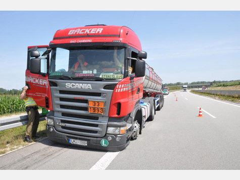 Name:  1793401268-unfall-a94-lkw-heck_9.jpg Views: 1544 Size:  36.3 KB