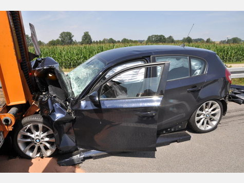 Name:  2001637981-unfall-a94-lkw-heck_9.jpg Views: 3044 Size:  42.0 KB