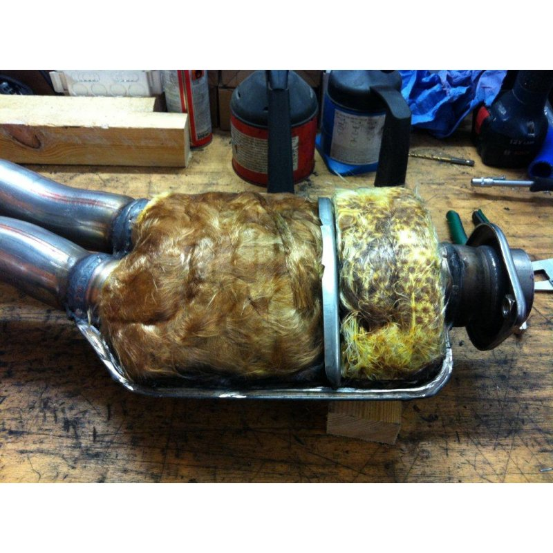 Name:  N54T mid pipe fake     Midpipe-Mittelschalldaempfer-Original-BMW-N55-N54-135i-1M-High-Flow-Versi.jpg