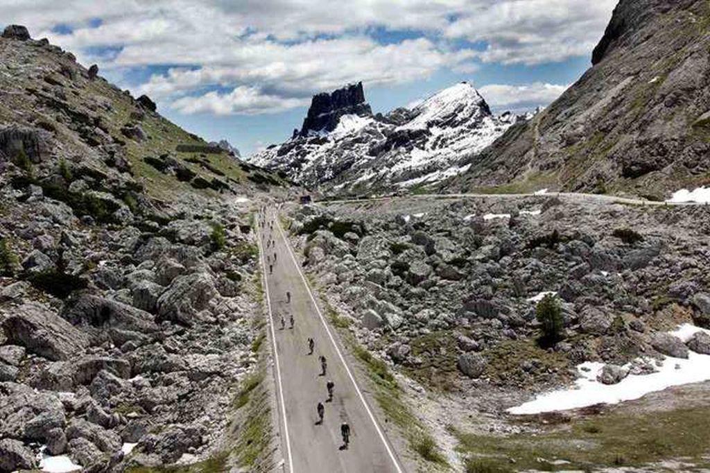 Name:  Valparola_Pass.jpg Views: 1470 Size:  174.5 KB