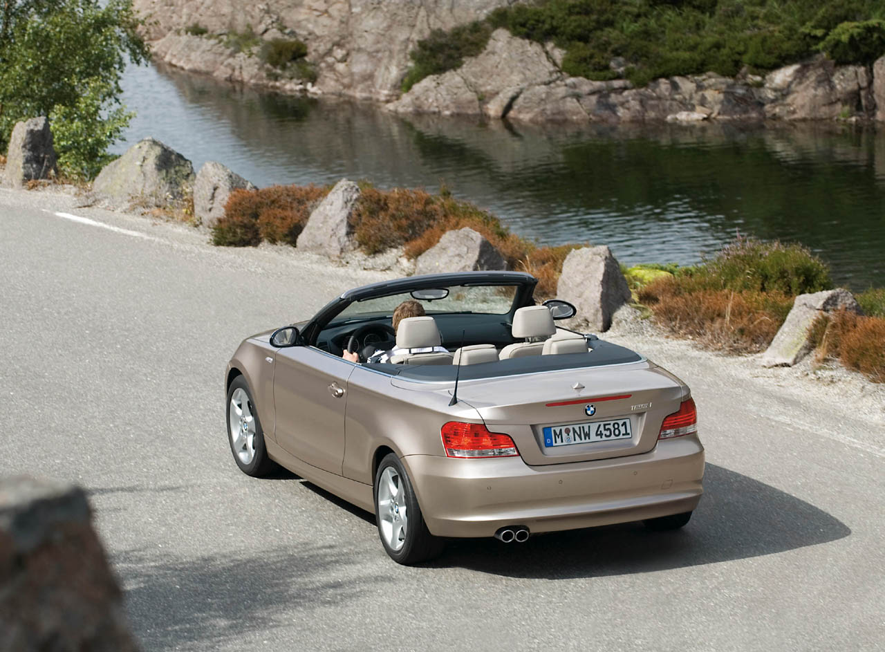 official bmw 1 series convertible press release photos videos. Black Bedroom Furniture Sets. Home Design Ideas